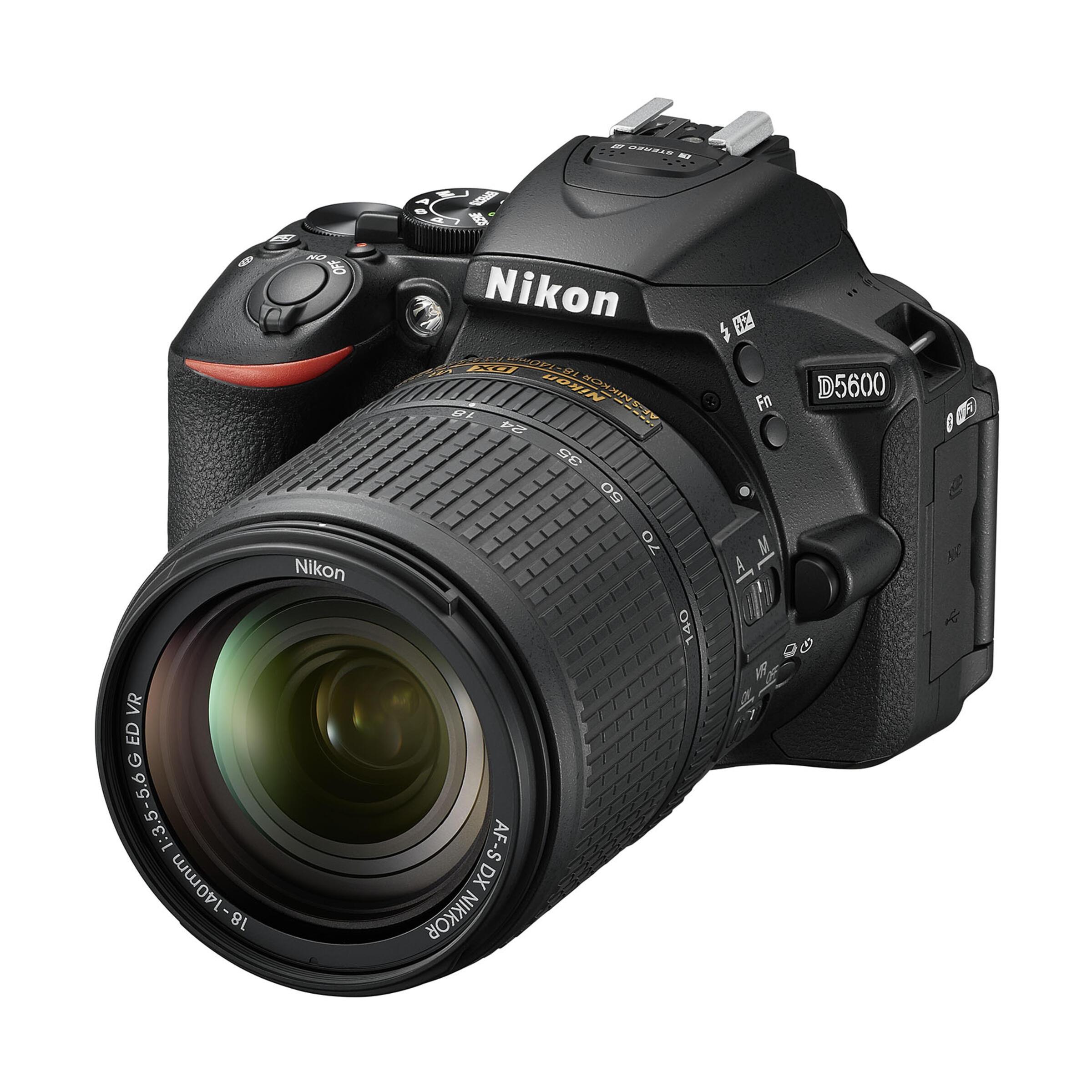 Nikon D5600 + AF-S DX 18-140mm G ED VR