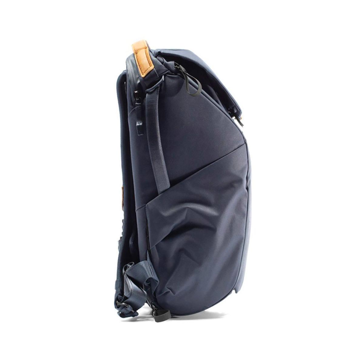 peak_design_everyday_backpack_v2_20l_blau_02