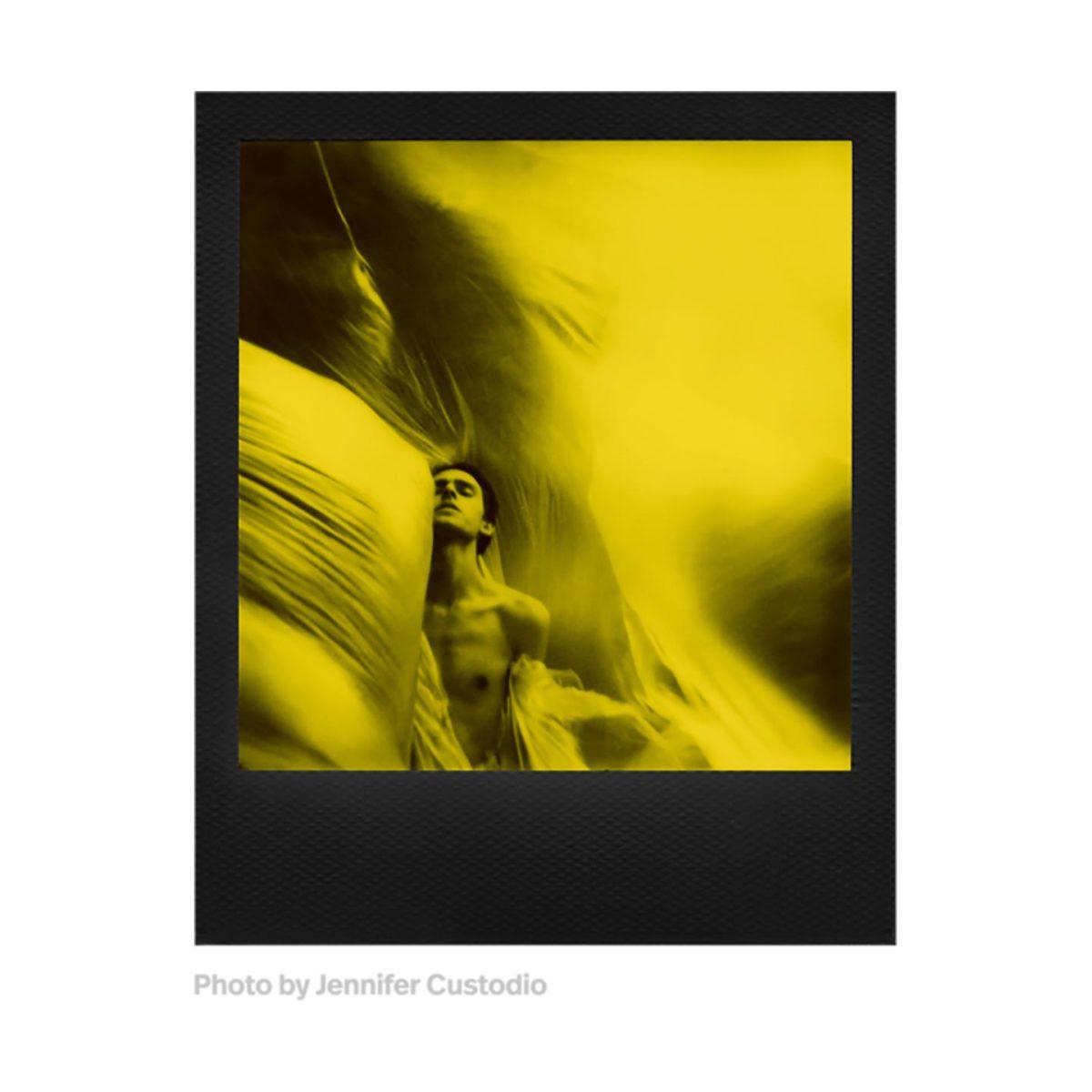 polaroid_600_bw_film_black_yellow_04